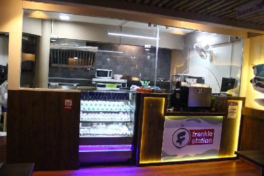 1000 Sq.ft. Commercial Shop for Rent in Vastrapur, Ahmedabad