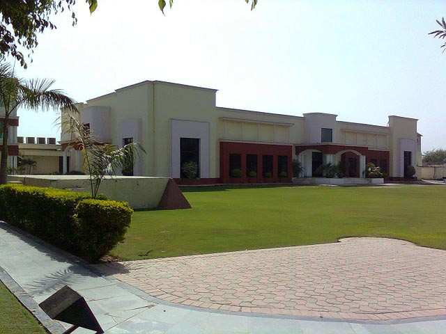 Banquet hall guest house for sale at pakhowal road for Kitchen 95 ludhiana
