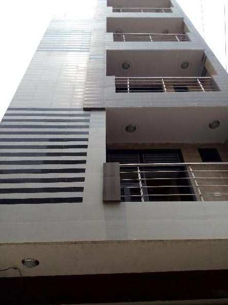 3 BHK Builder Floor for Sale in Uttam Nagar, Delhi - 775 Sq. Feet